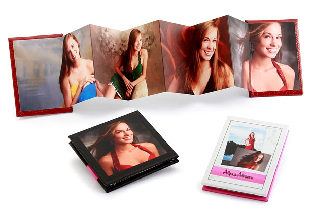 Wallet 2⅜ x 3⅜ size mini book includes 14 customizable panels.